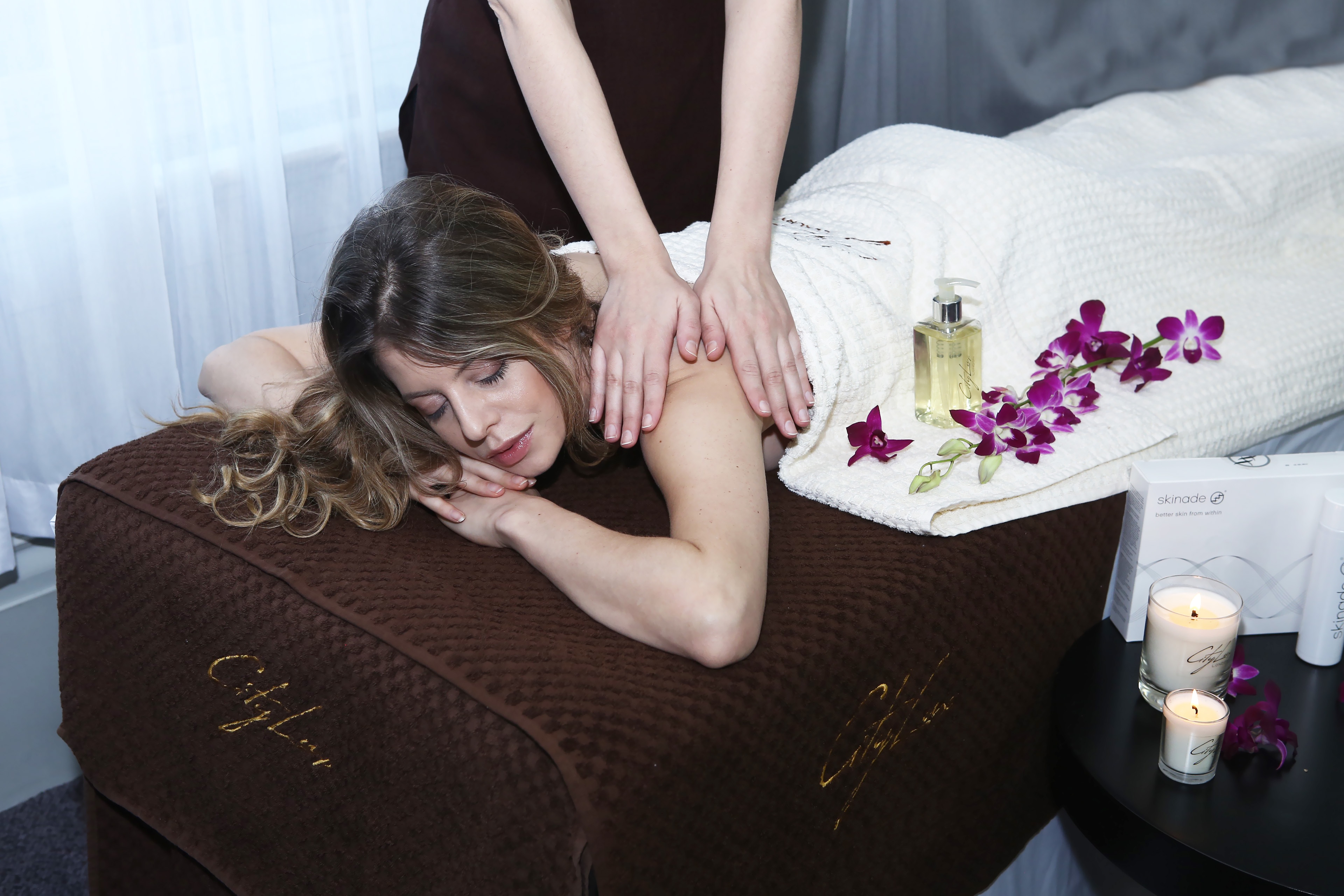 Citylux beauty luxury mobile spa in central london at for Mobile beauty therapist table